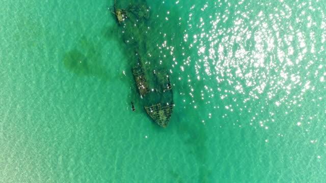 aerial photography, a beautiful sunken ship in the sea. - кораблекрушение стоковые видео и кадры b-roll