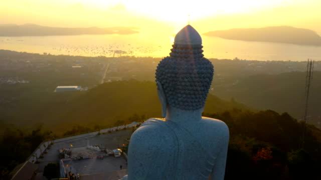 vídeos de stock e filmes b-roll de aerial photography phuket big buddha in sunrise - buda