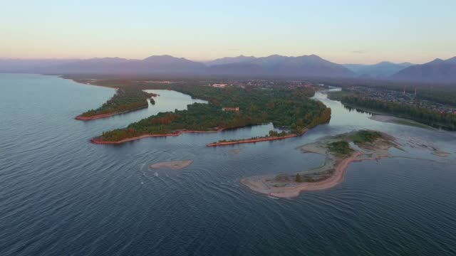 vídeos de stock e filmes b-roll de aerial photography. settlement on the shore of lake baikal. vydrino - lago baikal