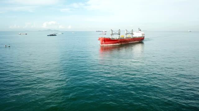 flyg foton av container fartyg går till hamnen - tankfartyg bildbanksvideor och videomaterial från bakom kulisserna