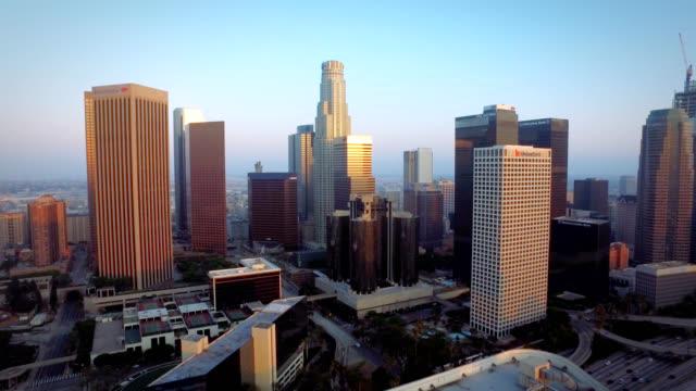다운 타운 로스 앤젤레스 캘리포니아의 공중 푸시 - 항공기시점 스톡 비디오 및 b-롤 화면