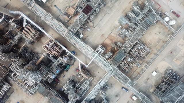 antenn raffinaderier anläggningar pipeline - livsmedelstillverkningsfabrik bildbanksvideor och videomaterial från bakom kulisserna