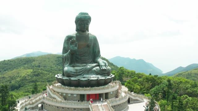luftaufnahme von tian tan buddha in hongkong - buddha stock-videos und b-roll-filmmaterial