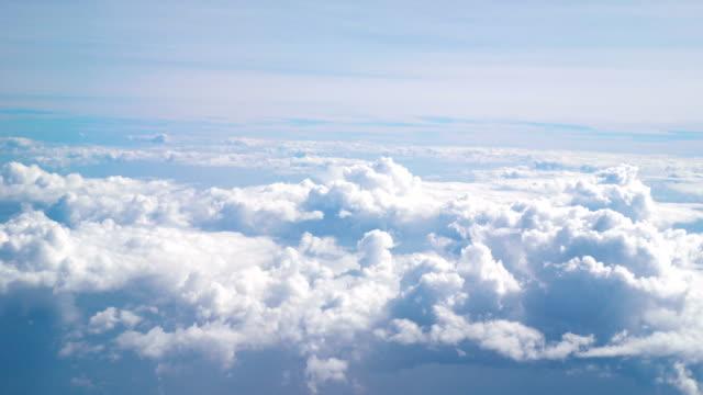 aerial shot above the clouds in 4k - volo con parapendio video stock e b–roll