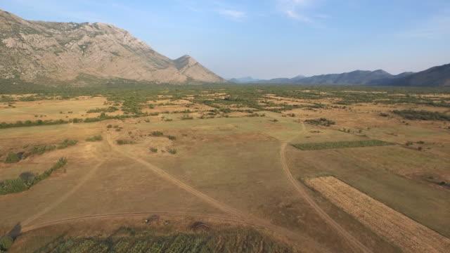 ボスニア・ヘルツェゴビナ南部での空撮 - ボスニア・ヘルツェゴビナ点の映像素材/bロール