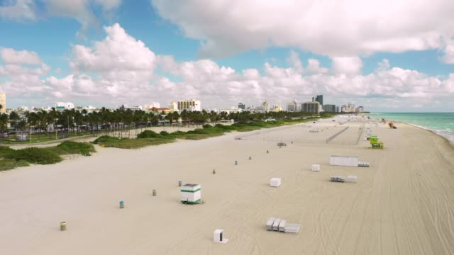 vídeos de stock e filmes b-roll de aerial shot miami beach closed to the public to slow spread of covid 19 coronavirus - covid flight