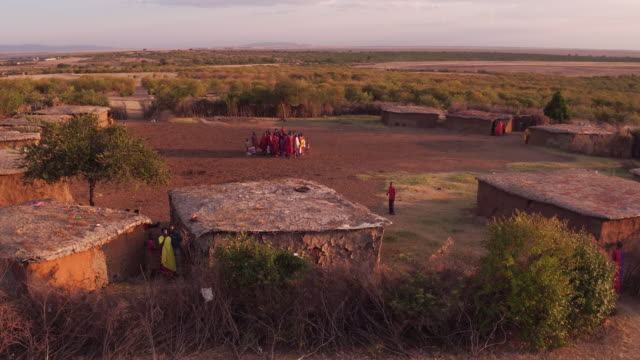 vídeos de stock e filmes b-roll de aerial shot of a settlement in maasai land - quénia