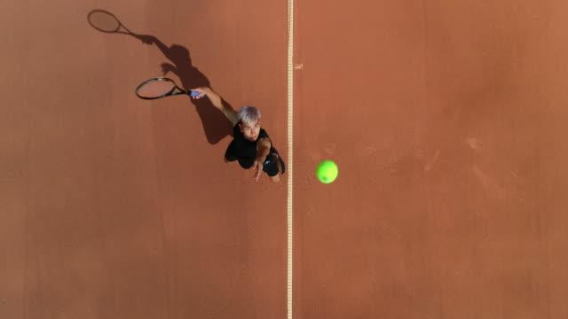 Luftaufnahme eines Tennis Serve und Celebration. – Video