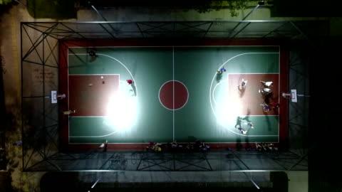 tiro aereo del campo da basket - campo video stock e b–roll