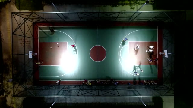 stockvideo's en b-roll-footage met luchtfoto van basketbalveld - basketbal teamsport