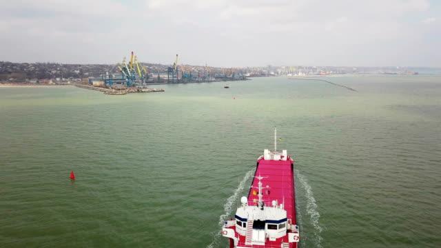 vídeos de stock, filmes e b-roll de foto aérea do grande navio no mar - vinho do porto