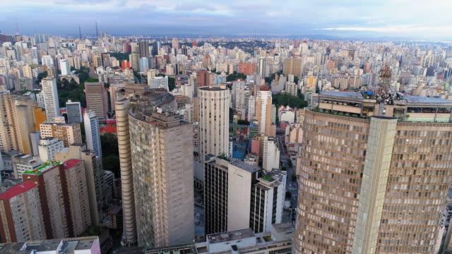 vídeos de stock e filmes b-roll de aerial shot of downtown, sao paulo, brazil - américa do sul