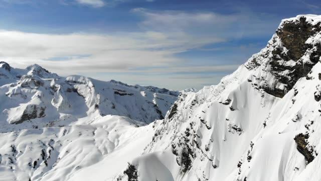 stockvideo's en b-roll-footage met luchtfoto van de europese alpen in avoriaz, frankrijk. - alpen