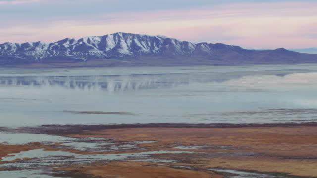 antenn skott av farmington bay på stora saltsjön - ö bildbanksvideor och videomaterial från bakom kulisserna