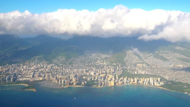 4kでホノルルハワイの空中ショット - ヘリコプター点の映像素材/bロール