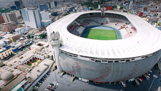 4k luftaufnahme des nationalstadion lima peru - lima stock-videos und b-roll-filmmaterial