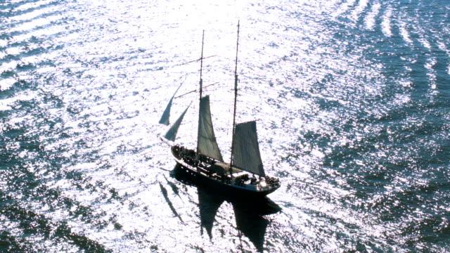 aerial shot of sailboat in ocean - segelfartyg bildbanksvideor och videomaterial från bakom kulisserna