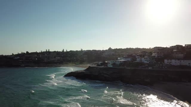 aerial shot of snapper rocks beach, gold coast, queensland, australia - луциан стоковые видео и кадры b-roll