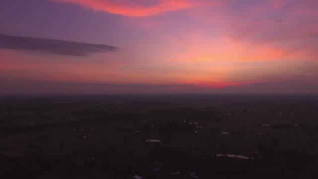 空中射擊的泰國農村黎明 - 地平面 個影片檔及 b 捲影像