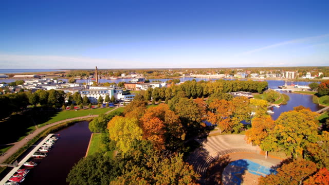 stockvideo's en b-roll-footage met luchtfoto van de stad van parnu in een mooie dag - estland