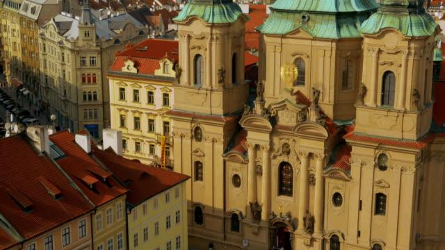 """vidéos et rushes de vue aérienne de l """" église saint-nicolas à prague - saint nicolas"""