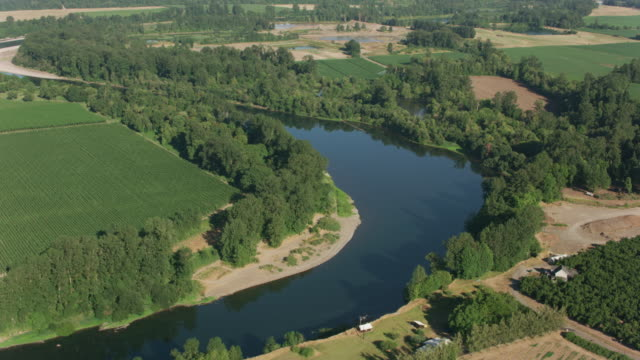luftaufnahme des willamette river in der nähe von salem, oregon. - tal stock-videos und b-roll-filmmaterial