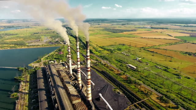 aerial shot thermal power plant - centrale termoelettrica video stock e b–roll