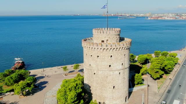 vídeos y material grabado en eventos de stock de vista aérea, volando sobre la ciudad griega de tesalónica - grecia europa del sur