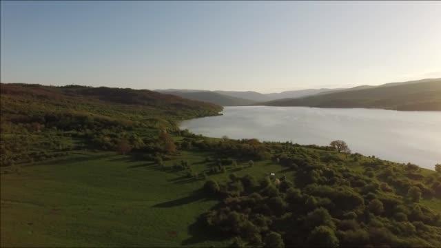 Luftaufnahmen von Sonnenuntergang See – Video