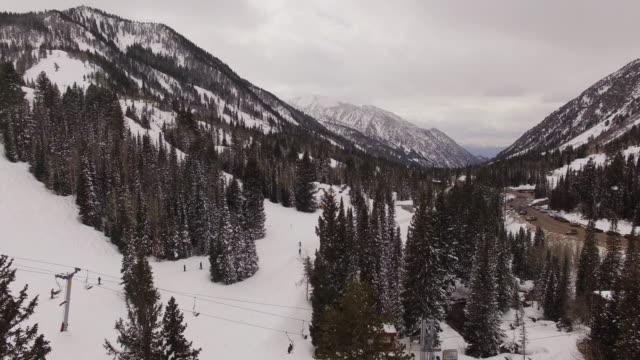 luftbild snowbird ski resort in utah - utah stock-videos und b-roll-filmmaterial