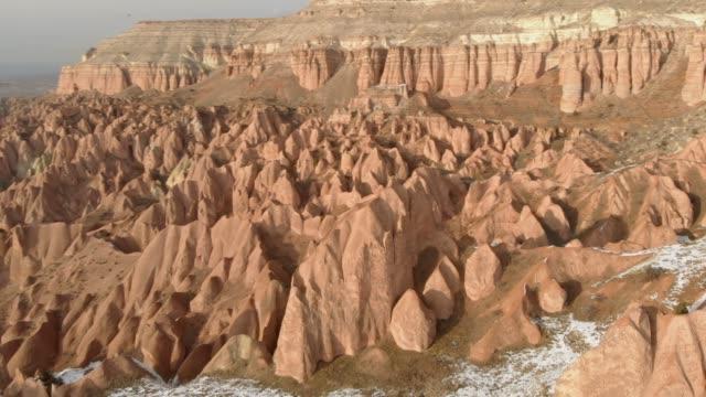 flygsnölandskapet i röda dalen och rose valley vid solnedgången i kappadokien, turkiet - anatolien bildbanksvideor och videomaterial från bakom kulisserna