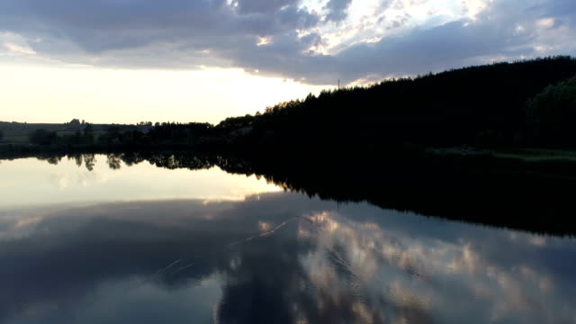 aerial sunset nature lake - park narodowy kanha filmów i materiałów b-roll