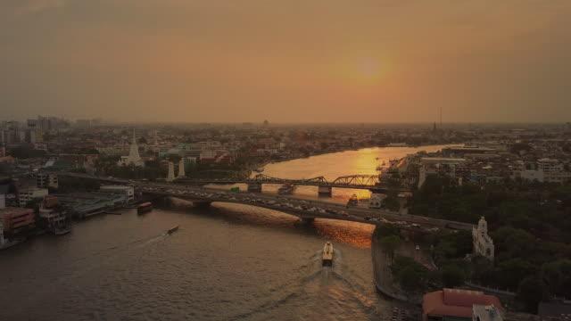 aerial sunset view of the phra phuttha yodfa bridge,bangkok - fiume chao phraya video stock e b–roll