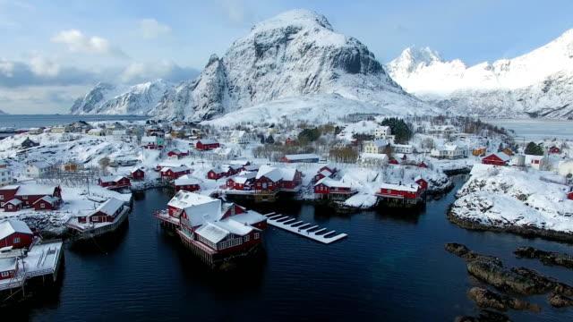 vídeos de stock e filmes b-roll de aerial: the fishing village a in lofoten in winter - lofoten