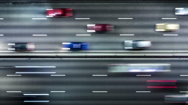stockvideo's en b-roll-footage met lucht timelapse van de stads spitsuur van het snelweg verkeer. zware verkeersopstopping. uhd, 4k - stadsweg