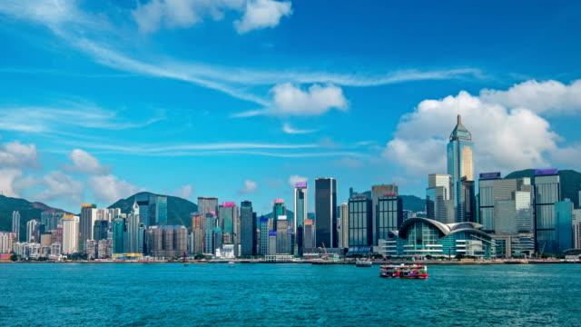 vídeos de stock, filmes e b-roll de aerial timelapse do skyline de hong kong. hong kong, china - porto distrito