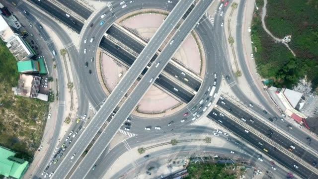vidéos et rushes de cercle de trafic aérien - rond point