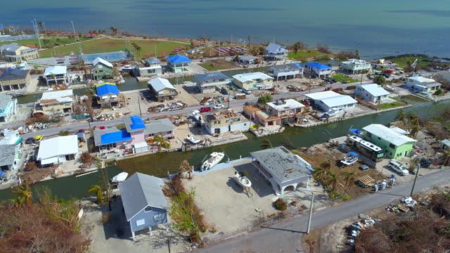 vidéos et rushes de maisons vidéo aériennes affectées par l'ouragan irma florida keys série - endommagé