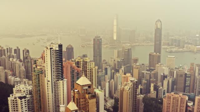 stockvideo's en b-roll-footage met luchtfoto video van hong kong bij zonsondergang - stadsweg