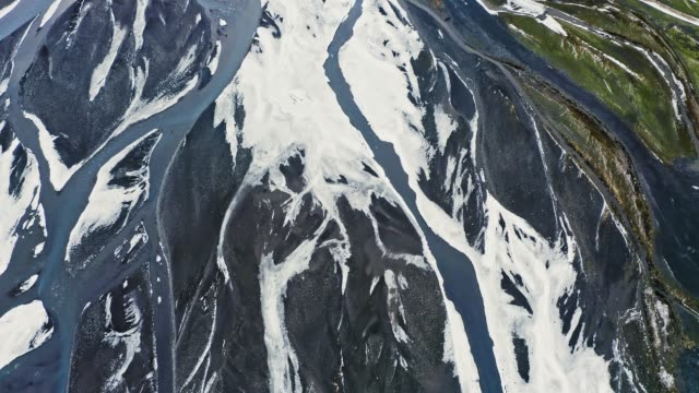 stockvideo's en b-roll-footage met luchtvideo van icelantic river delta - broek