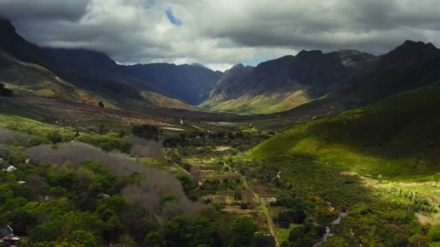 aerial video av jonkershoek valley, western cape, sydafrika - south africa bildbanksvideor och videomaterial från bakom kulisserna