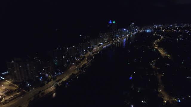 空撮ビデオのマイアミビーチの collins avenue に入り、50 th street - ヘリコプター点の映像素材/bロール
