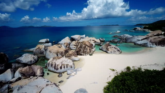aerial video von spring bay beach, virgin gorda, britische jungferninseln - bucht stock-videos und b-roll-filmmaterial