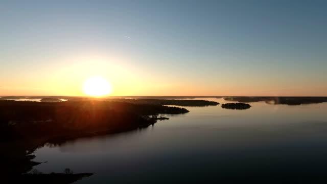 vídeos de stock e filmes b-roll de vídeo aéreo de sobre arquipélago de estocolmo - arquipélago