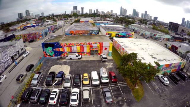 aerial video wynwood urban miami - väggmålning bildbanksvideor och videomaterial från bakom kulisserna