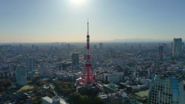 東京タワーと東京市のドローンによる空中写真4k。 - 東京タワー点の映像素材/bロール
