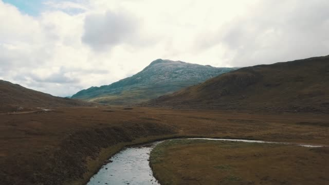 aerial view above a watercourse in the mountains. magic scottish landscape - highlands scozzesi video stock e b–roll