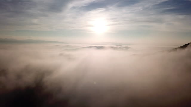 vídeos de stock e filmes b-roll de aerial view above the clouds and sky in sunrise time , inspiration concept - sky