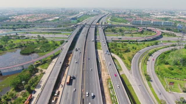 flygfoto vid tollway i förorten bangkok. - biltransporttrailer bildbanksvideor och videomaterial från bakom kulisserna