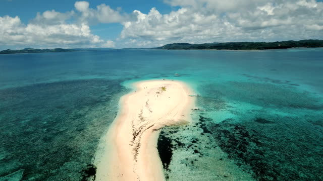 flygfoto vackra stränder på tropisk ö. siargao island, filippinerna - ö bildbanksvideor och videomaterial från bakom kulisserna